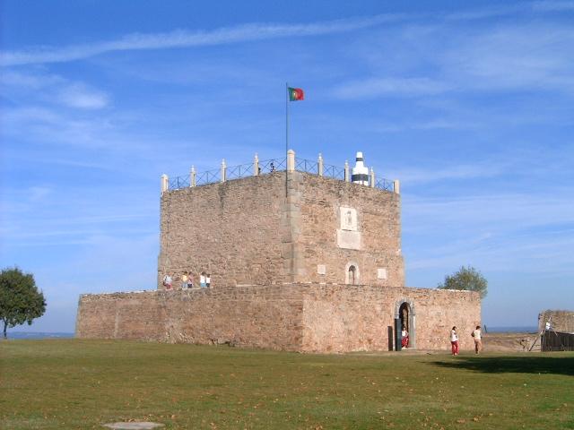 santarem-Torre_de_menagem_Abrantes.jpg